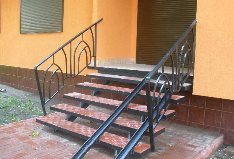Металлическая лестница для дачи своими руками